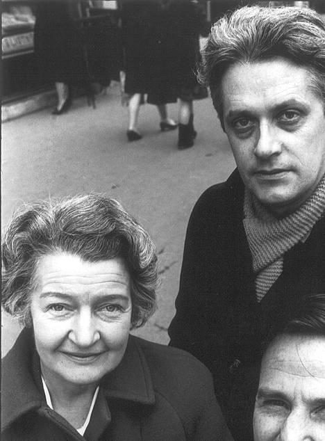 1968 The Guardianin kirjeenvaihtajat Pariisissa: Peter Lennon, Nesta Roberts sekä apulaiskirjeenvaihtaja Joe Carroll.