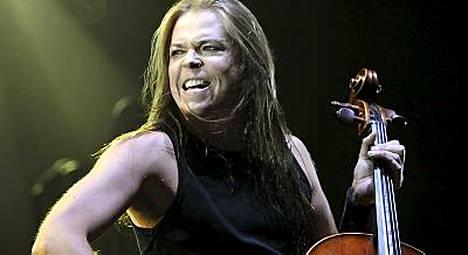 Eicca Toppisen ja muun yhtyeen soitto oli todella tiukassa kunnossa.