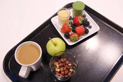 Terveellisessä välipalassa saa olla hedelmiä tai marjoja sekä pähkinöitä.