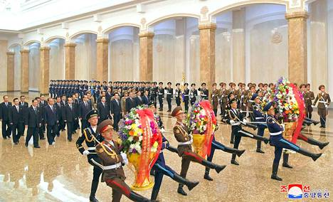 Yksi oli joukosta poissa, kun Pohjois-Korean johto juhli maan perustajan Kim Il-sungin 108. syntymäpäivää Pjongjangissa 15. huhtikuuta.