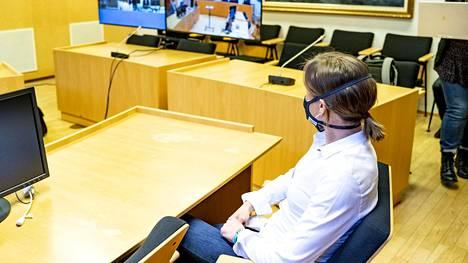 Kaisa Sali joutui puukotuksen uhriksi kotipihallaan vuosi sitten. Juttua käsitellään parhaillaan Lapin käräjäoikeudessa Rovaniemellä.