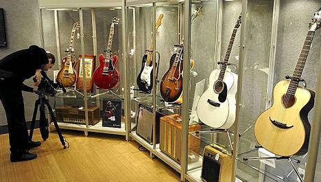 Eric Clapton kauppasi kitaroitaan hyvän asian puolesta.