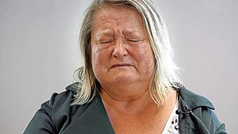 Riina Rinteen ohjaamassa Perjantai-dokkarissa Taina Lehikoinen uskaltaa lopultakin sanoa suorat sanat kuolleelle isälleen.