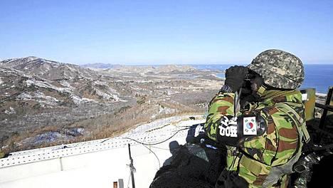 Etelä-Korean asevoimat asetettiin maanantaiaamuna korotettuun hälytysvalmiuteen.