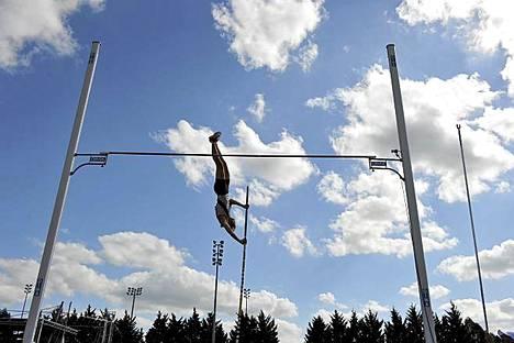 Ranskan Vanessa Boslak kilpailee seiväshypyssä Ranskan yleisurheilumestaruuskisoissa Lac de Maine -stadionilla Angersissa. Boslak voitti mestaruuden, vaikka tulokseksi jäi vain 4,40.