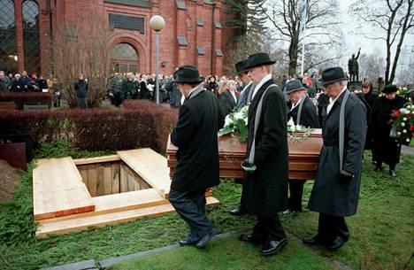 Kalle Päätalo siunattiin haudan lepoon 16. joulukuuta 2000.