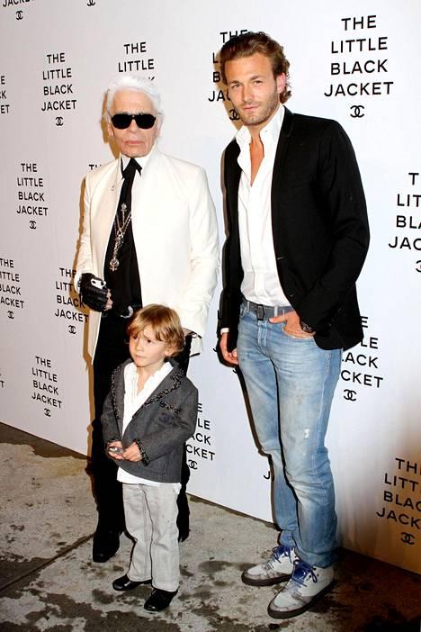 Miesmalli Brad Kroenig kuului Lagerfeldin luotettuihin. Myös tämän poika Hudson Kroenig pääsi aivan viime vuosina Chanelin näytöslavalle. Kuva vuodelta 2012.