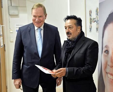 SDP:n presidenttiehdokas Paavo Lipponen ja Veijo Baltzar kertoivat tilaisuudessa Helsingissä 28. marraskuuta 2011 Humanistiseen ammatti-korkeakouluun (HUMAK) perustetusta Baltzar-KKI-HUMAK -hankkeesta, joka on Kulttuurienvälisen kokemuspohjaisen pedagogiikan tutkimus- ja mallinnus-hanke.