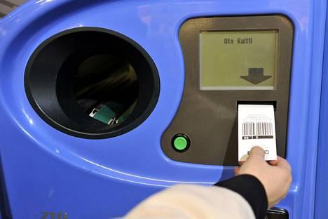 Jos pullonpalautukset lunastaa kassalta käteisenä ja maksaa ostokset erikseen, jäävät bonukset asiakkaalle.