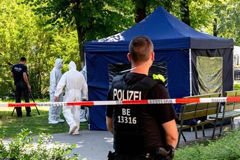 Saksalaiset viranomaiset tutkivat berliiniläistä puistoa elokuussa sen jälkeen, kun Zelimhan Hangoshvili oli ammuttu kuoliaaksi.