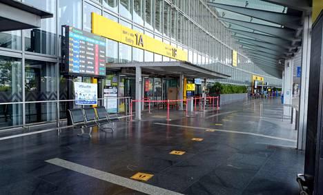 Intian Länsi-Bengalin osavaltiossa alkanut kahden viikon koronasulku on hiljentänyt Kolkatan lentoaseman.