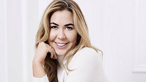 Alexa Dagmar on kirjoittanut blogiaan jo vuosien ajan. Lisäksi hän tuottaa työkseen sisältöä myös erilaisiin sosiaalisen median kanaviin, kuten YouTubeen ja Instagramiin, jossa naisella on yli 51000 seuraajaa.