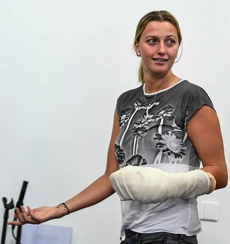 Petra Kvitova kuvattiin joulukuussa käsi paketissa.