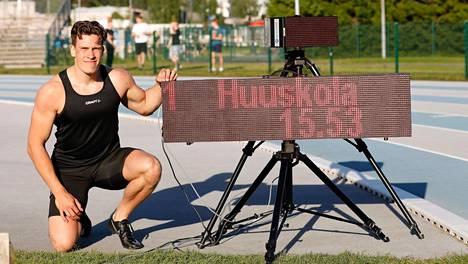 Tuukka Huuskola juoksi 150 metrin SE:n Espoossa 11. kesäkuuta. Sunnuntaina oma ennätys 200 metrillä kariutui myötätuuleen.
