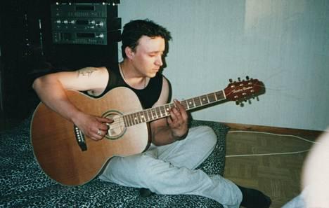 Janne ex-pariskunnan ensimmäisessä yhteisessä asunnossa Tampereen Peltolammilla vuonna 2001.