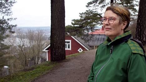 Kansanedustaja Satu Hassi sai tehdä hartiavoimin töitä, jotta sai puolisonsa pankkitilin kuolinpesän kontolle ja lopetettua miehensä nimissä olleen autovakuutuksen.