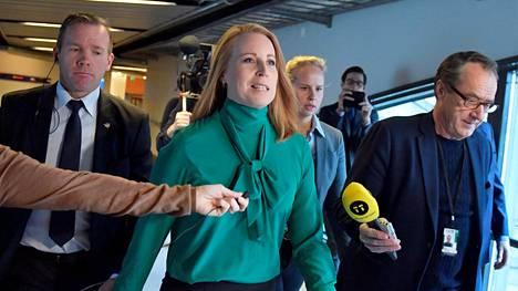 Annie Lööf ilmoitti luopuvansa hallitustunnustelijan tehtävästä. Hallituskaaokseen ei tullut ratkaisua tänäänkään.