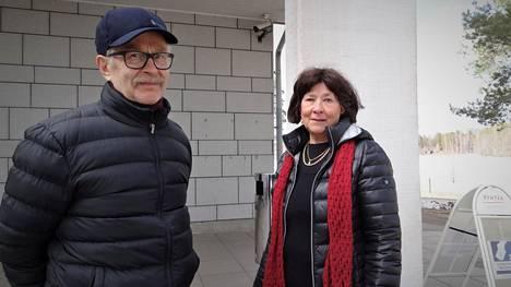 Eero ja Tarja Huotarin lapsenlapsi käy esikoulua Huutjärven koulussa.