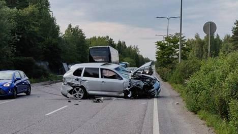 Törkeää ylinopeutta ajanut auto aiheutti vaaratilanteen Hämeenlinnantiellä Helsingissä.
