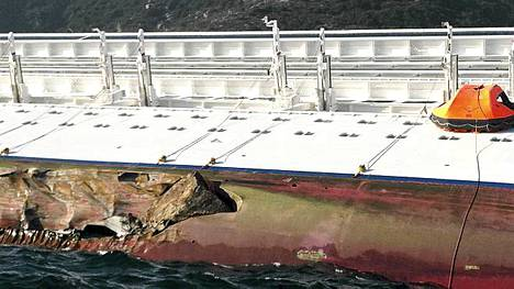 Tällainen kuva Costa Concordian kylkeen syntyi haverissa.