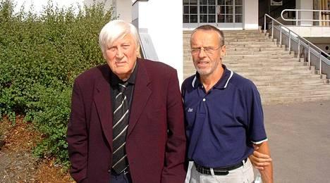 Pitkään yhteistyötä tehneet Pekka Peltokallio ja Lasse Virén Urheilumuseon edessä vuonna 2008.