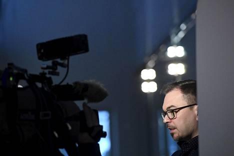 Keskusrikospoliisi tutkii vyyhtiä tässä vaiheessa törkeänä tietomurtona, törkeänä kiristyksenä ja törkeänä yksityiselämää loukkaavana tiedon levittämisenä. Kuvassa tutkinnanjohtaja, rikoskomisario Marko Leponen KRP:stä.