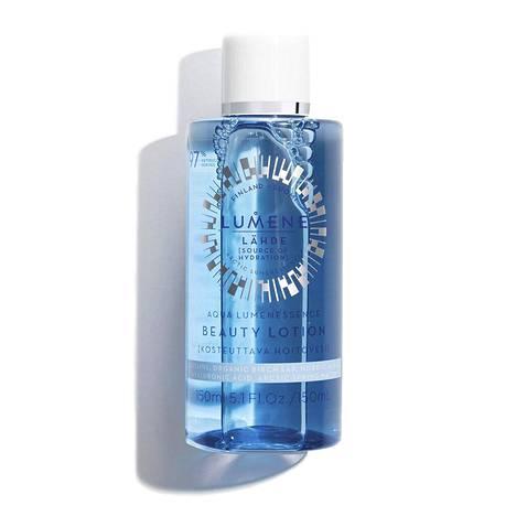 Kun länsimaissa tunnetulla kasvovedellä viimeistellään ihon puhdistus, hoitovedellä valmistellaan iho muita hoitotuotteita varten. Kotimaiselta Lumeneltakin löytyy nykyisin oma kosteuttava hoitovetensä. Lähde Aqua Lumenessence Beauty Lotion, 12,90 € / 150 ml, tavarataloista.