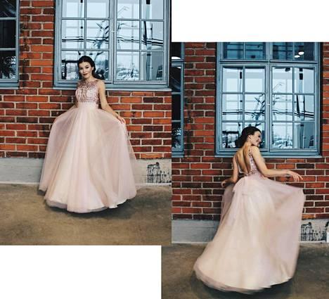 Wilma Englundin vaaleanpunainen mekko on Zazabellasta, ja hiukset ja meikit on tehty kampaamossa.