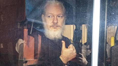 Vuotaneiden tietojen joukosta löytyi myös Ecuadorista poliittisen turvapaikan saaneen Wikileaksin perustajan Julian Assangen tiedot.