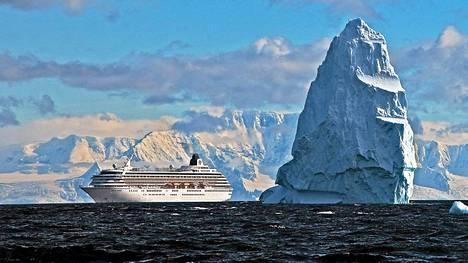 Jäävuoret ovat jylhiä.