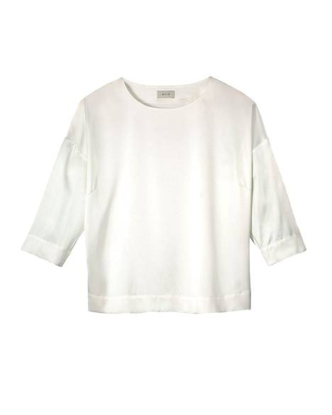 Suomalaiselta Balmuirilta saa silkkipuseroita muutamassa eri värissä ja mallissa. 279 €.