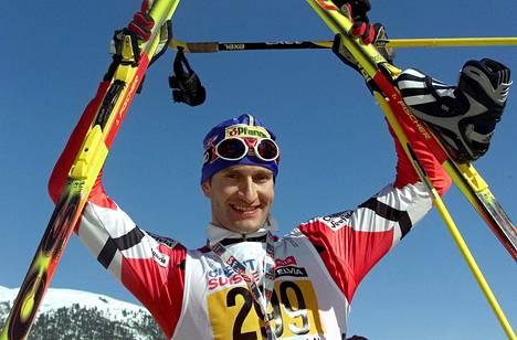 Fischerin kansainvälisen hiihdon päällikkö Gerhard Urain voitti omalla urallaan muun muassa Engadin Ski Marathonin maaliskuussa 2000.