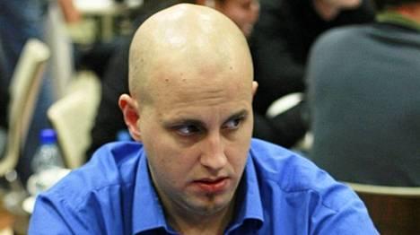 Fredrik Nygård pelaamassa Helsingin kasinolla 2009.