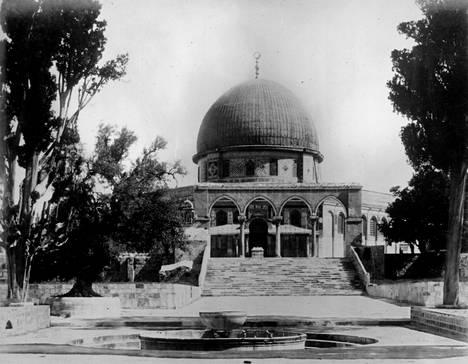 Jerusalemin Temppelivuorella sijaitseva Kalliomoskeija näytti tällaiselta noin vuonna 1901.