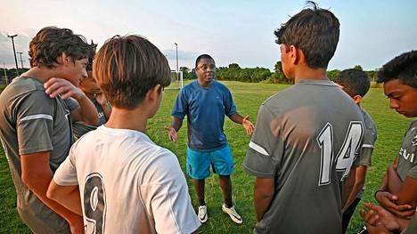 30-vuotias Freddy Adu valmensi nuoria jalkapalloilijoita Baltimoressa viime kesänä.
