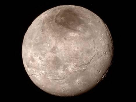 Kanjoni on nähtävissä oikealla ylhäällä ja se kaartuu kuun taakse.