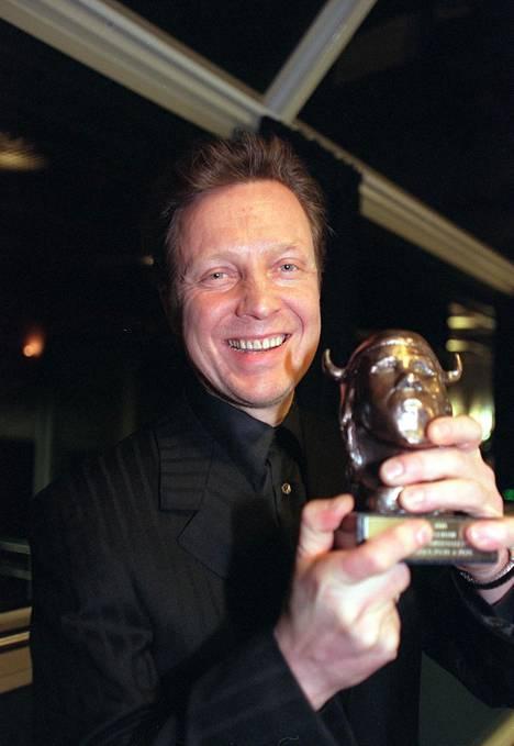 Pave Maijanen pokkasi vuoden albumi -palkinnon Emma-gaalassa vuonna 2000.