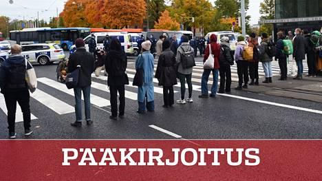 Elokapinan mielenosoittajat valtasivat Mannerheimintien keskiviikkona Helsingissä.