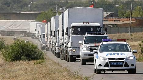 Vihdoinkin perille? Osa avustussaattueesta siirtyi sunnuntaina kohti Ukrainan rajaa.