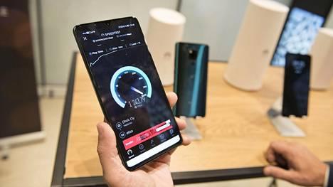 5g-verkoilla pääsee nykyisellään reilusti yli gigabitin nopeuteen.