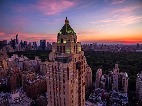 The Carlyle on Bien & Princen suunnittelema 1930-luvun pilvenpiirtäjä, joka on nimetty esseisti Thomas Carlylen mukaan. Kerroksia on yli 30 ja niistä avautuu näköaloja Central Parkiin ja kaupungin yli.