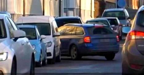 Kesäkuussa voimaan tullut uusi tieliikennelaki toi mukanaan muutoksia pysäköintisääntöihin.