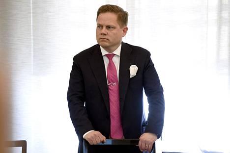 Kansanedustaja Markus Lohen mielestä apulaisoikeusasiamiehen päätös ei välttämättä ole linjassa perustuslakivaliokunnan tulkinnan kanssa. Joulujuhlia on Lohen mielestä lupa järjestää myös kirkossa.