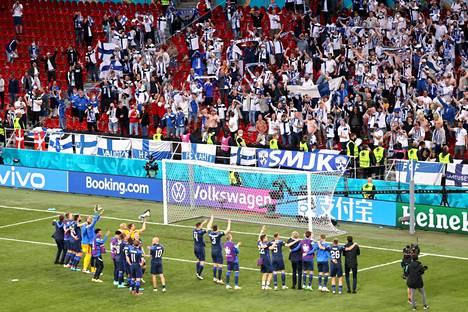 Suomen fanit saivat kehuja osakseen.