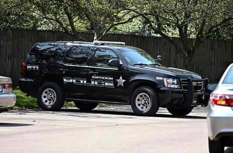 Poliisiauto Kyle Rittenhousen kodin edustalla Antiochissa Illinoisissa.