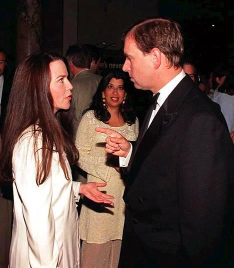 Andrew keskustelemassa Koo Starkin kanssa vuonna 1998.