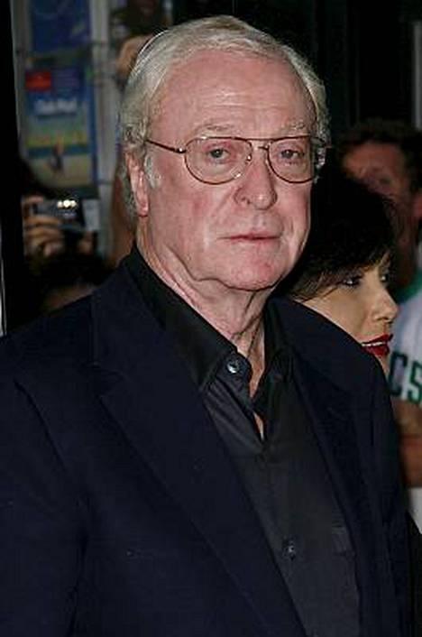 75-vuotias Michael Caine näyttelee Bruce Waynen eli Batmanin hovimestaria Alfred Pennyworthia.