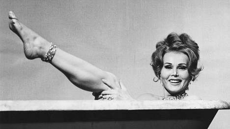 Kuvssa Zsa Zsa Gabor elokuvassa Mommy Dead vuonna 1966.