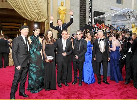 Kukas se siellä hyppää Bonon takana juuri ratkaisevalla hetkellä?
