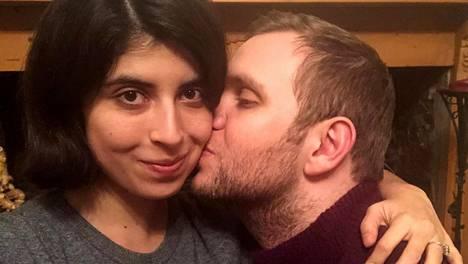 Matthew Hedges kuvattuna puolisonsa Daniela Tejadan kanssa kotiinpaluunsa jälkeen viime viikolla.